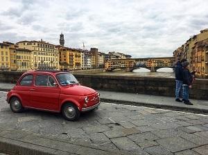 Typisch Italiaans straatbeeld in Florence